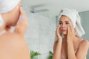 Натурални съсватки в околоочните кремове за лице